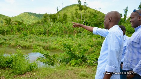 PHOTO: Haiti President Jovenel Moise pointing to Baraderes River - Caravane Changement