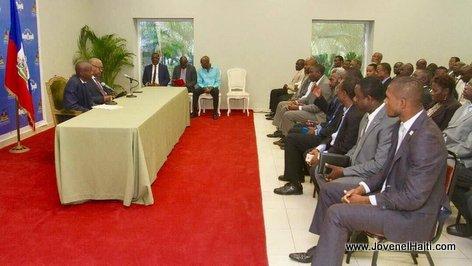 PHOTO: Haiti - President Jovenel Moise et PM Jack Guy Lafontant en réunion avec les partis politiques le 11 octobre 2017
