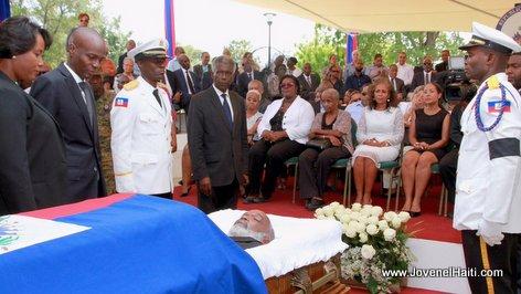 PHOTO: Haiti - President Jovenel Moise devan Kadav President Rene Preval