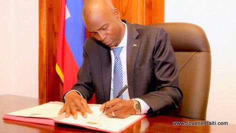 PHOTO: Haiti - President Jovenel Moise Signe l'Arrêté nommant Jack Guy Lafontant Premier Ministre
