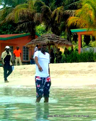 PHOTO: Haiti President Jovenel Moise at the Beach - Un president a la plage!