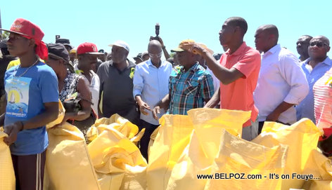 PHOTO: President Jovenel Moise improves rice harvesting in artibonite haiti