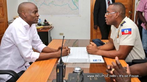 Haiti President Jovenel Moise speaking to  Petionville police Commissioner Monelus Gospel