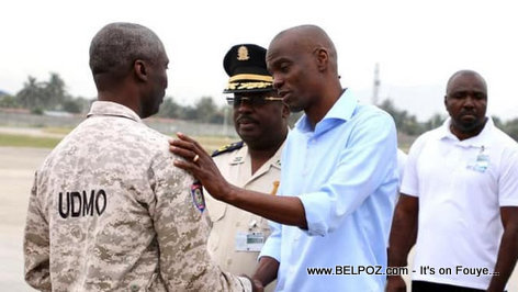 President Jovenel Moise speaking to a police officer in Cap Haitian
