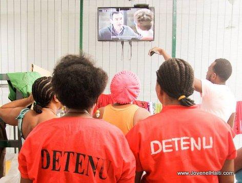 PHOTO: Haiti - Martine Moise mete Television nan Prison Fanm yo nan Cabaret
